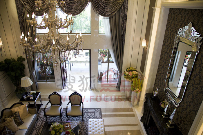 复式别墅样板房-客厅全景图片