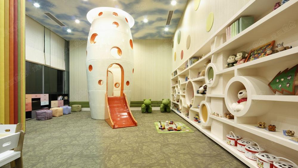 童活动室_合景叠彩园儿童活动室实景图