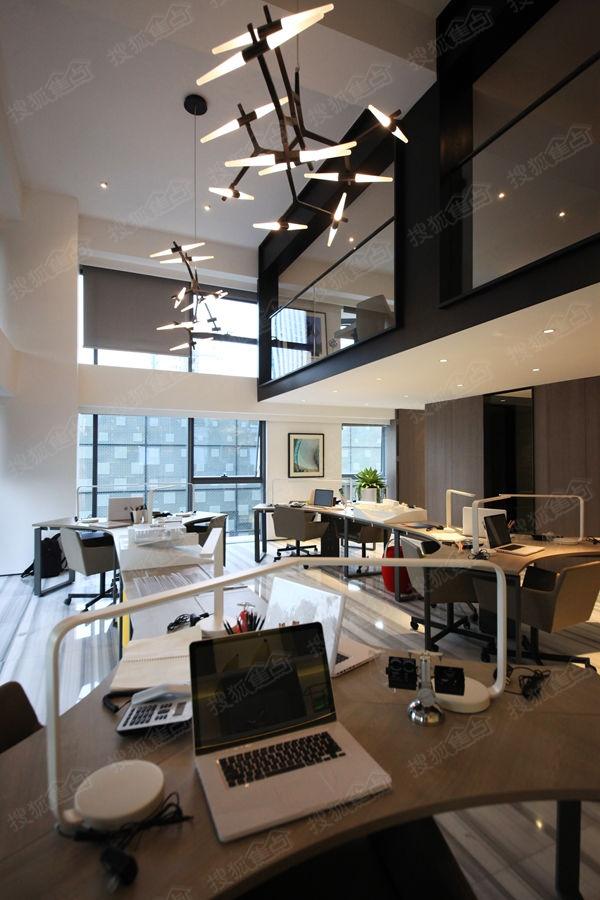 绿地中央广场loft公寓样板间—办公间