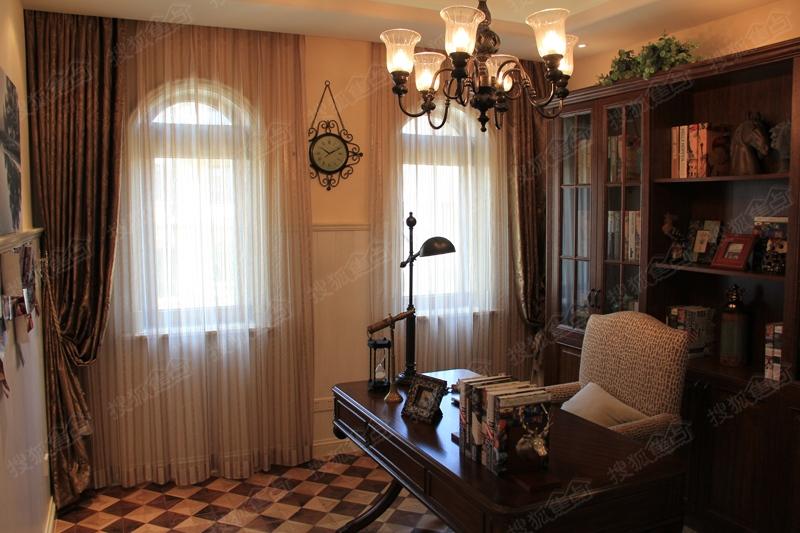 青岛中海玫瑰庭院339平别墅样板间图之书房
