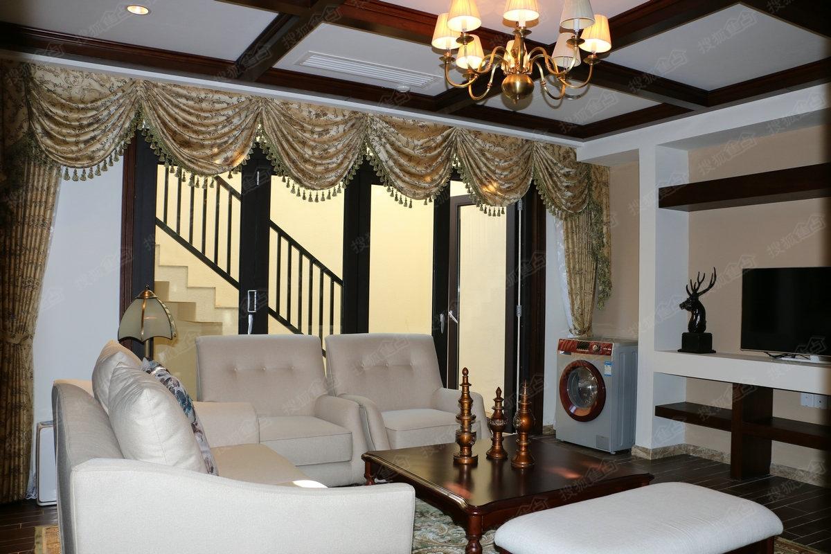 金泰南燕湾别墅224平样板间—客厅