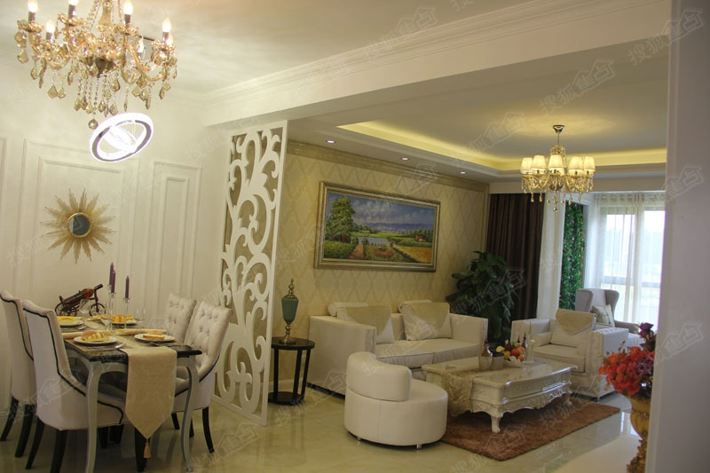 富兴御园欧式三室样板间客厅