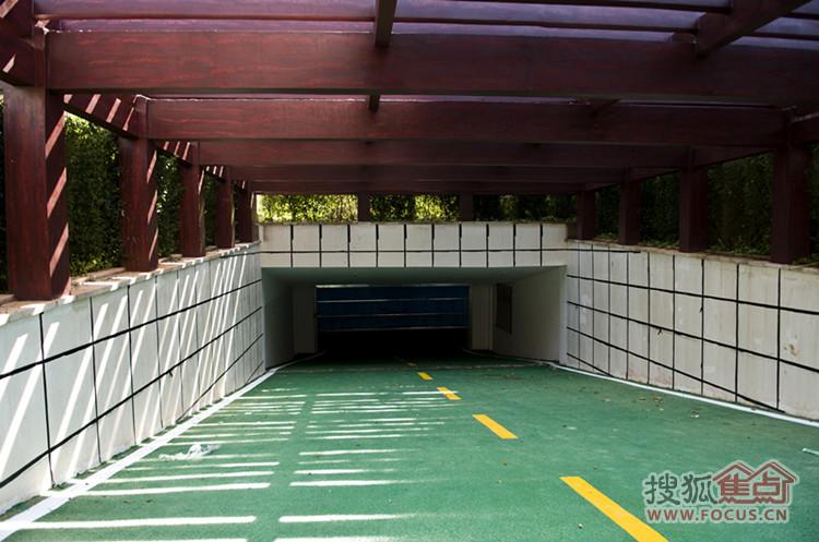 地下车库入口