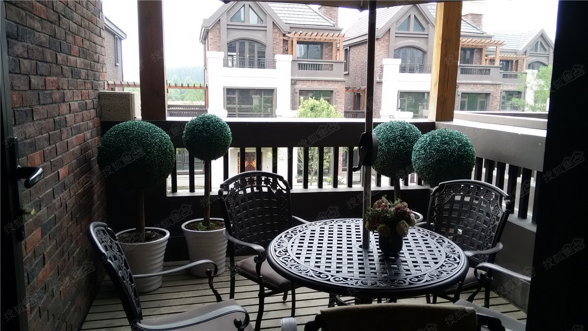 绿地泰晤士新城别墅样板间-阳台